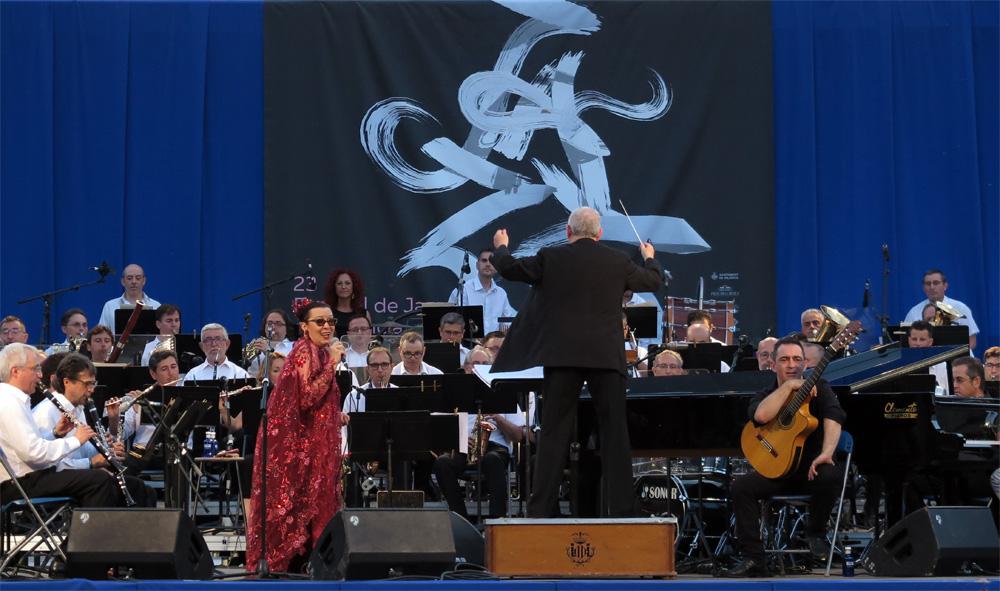 Martirio y la Banda Municipal de València, en junio de 2019./ (Paco Valiente)
