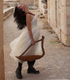 Mara Aranda, presenta su nuevo proyecto en el festival de música folk y del mundo en València