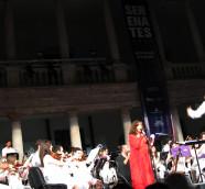 Maria del Mar Bonet y Orquestra Filharmònica de la Universitat en Serenates 2014./ (Paco Valiente)