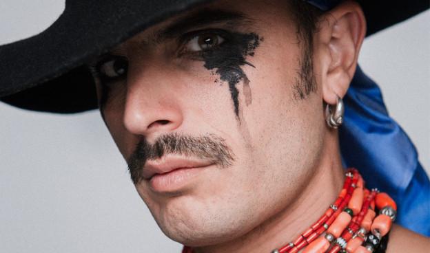 Rodrigo Cuevas, el artista asturiano se define como un agitador folclórico./ (Marcos Hangar)