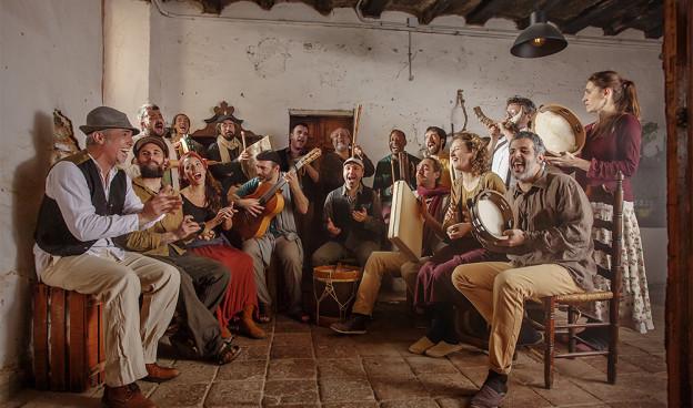 Carles Dénia con Coetus, la orquesta de percusión ibérica, en Etnomusic 2020./ (Abel Echevarría)